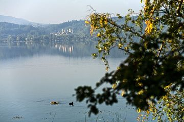 The Laacher See lake with a view to the monastery Maria Laach (Photo: Tobias Schorr)