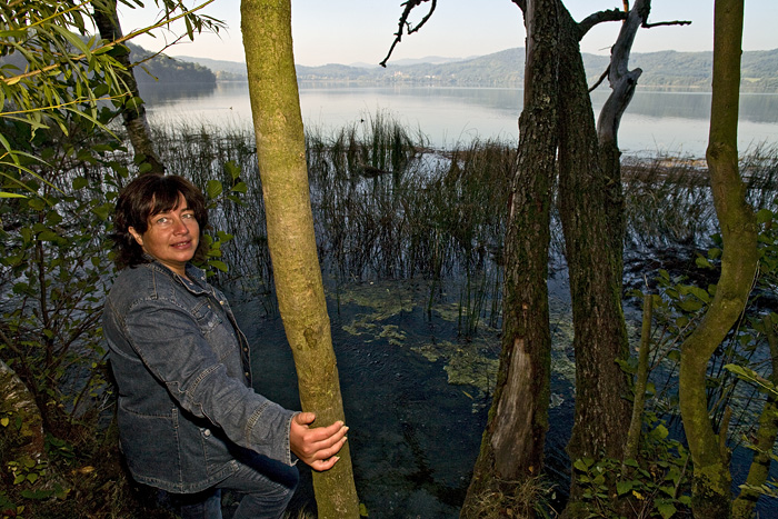 Our team member Sabine Gebhardt-Wald at the mofetta of the Laacher See volcano lake (Photo: Tobias Schorr)