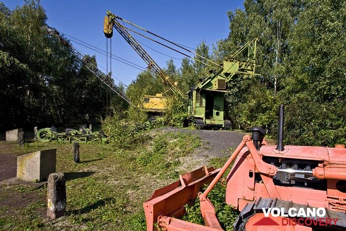 Historic bulldozers and other equipment at a former pumice quarry (Photo: Tobias Schorr)