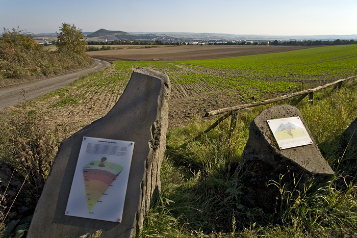 Tables that explain the volcanic history around the Eppelsberg volcano (Photo: Tobias Schorr)