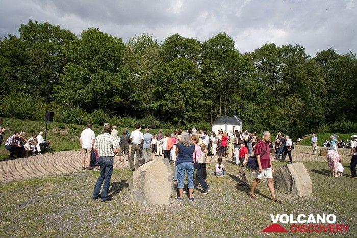 Einführung der Besucher ind en Vulkanismus und die Gründe für den Geysir (Photo: Tobias Schorr)