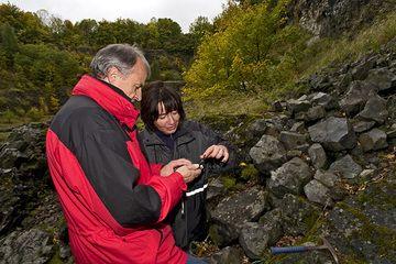 Günter und Sabine im Arnsberg-Vulkansteinbruch (Photo: Tobias Schorr)