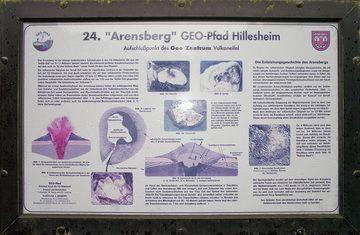 Erklärungstafel zum Arnsberg-Vulkan (Photo: Tobias Schorr)
