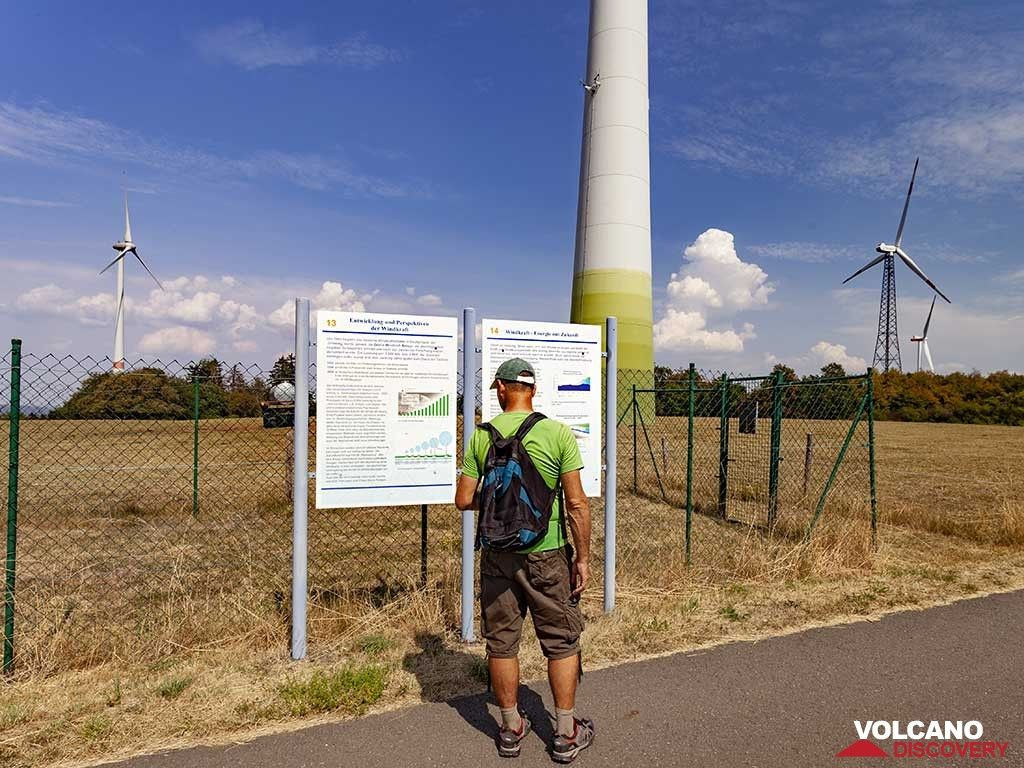 Tom Pfeiffer at an industrial wind energy plant on Hellerberg moutain. (Photo: Tobias Schorr)