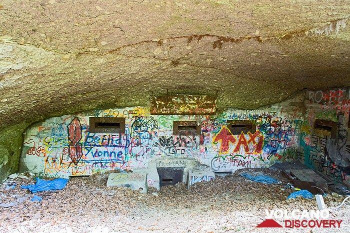 Alter Nazi-Bunker aus dem Zweiten Weltkrieg. Das Siebengebirge war von militärischer Bedeutung, da von dort die Nazis v2-Raketen in den Westen schossen. In den Bunkern versteckten sich dann die lokalen Einwohner während den Bombardierungen durch die Allierten. (Photo: Tobias Schorr)