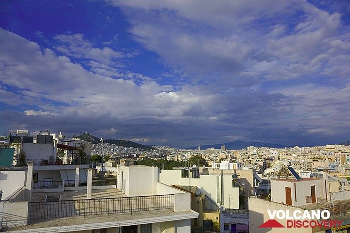 Bright colors of Athens after a rain (March 2009) (Photo: Tom Pfeiffer)