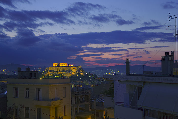 View to the Acropolis at dusk (Photo: Tom Pfeiffer)