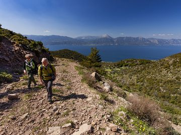Hiking route C from Agios Panteleimonas chapel to the high plain Loutesa, to the Varkesa high plain and down into the crater valley of Stavrolongos. One of the most beautiful routes on Methana! (Photo: Tobias Schorr)