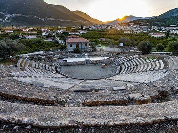 The ancient theatre of the ancient harbour of Palia Peidavros. (Photo: Tobias Schorr)