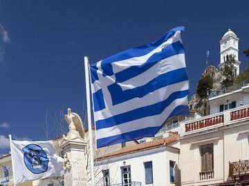 The Greek flag at Poros island. (Photo: Tobias Schorr)