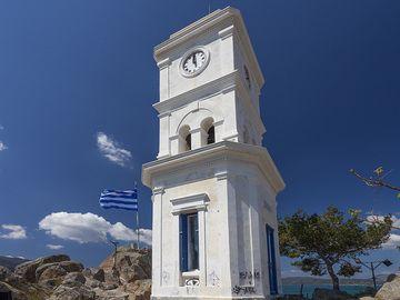 The famous clock tower on top of Poros island. (Photo: Tobias Schorr)
