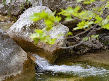 Small waterfall in the beautiful gorge Diavologefiro near the ancient town of Troezen. (Photo: Tobias Schorr)