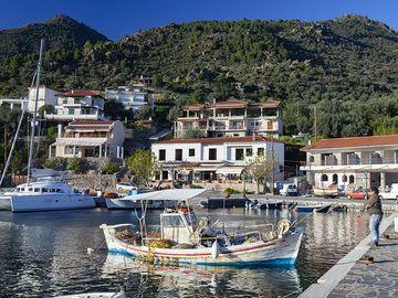 Takis Kolias is leaving the fishing harbour of Vathy on Methana peninsula in Greece. (Photo: Tobias Schorr)