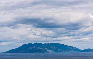 Methana peninsula seen from Epidauros (Photo: Tom Pfeiffer)