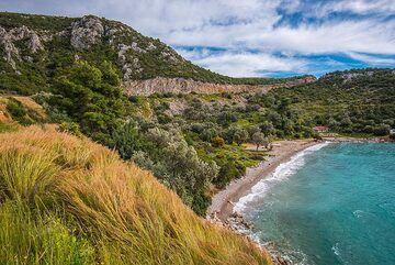 Small beach on Methana (Photo: Tom Pfeiffer)