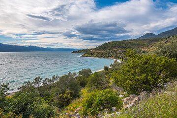 Methana's western coast (Photo: Tom Pfeiffer)