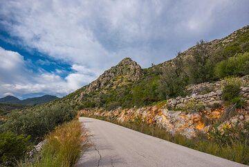 Road to Vathy (Photo: Tom Pfeiffer)