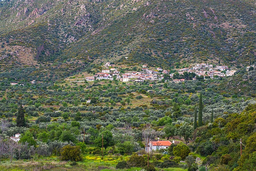 Megalochori village (Photo: Tom Pfeiffer)