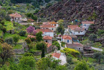 Kameni Chora village seen from above (Photo: Tom Pfeiffer)