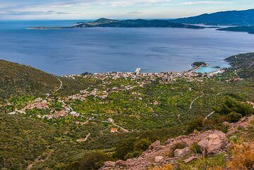 Part of the Saronic Gulf with Methana and Kalavrita (Poros) Island in the background. (Photo: Tom Pfeiffer)