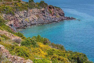 Methana's eastern coast (Photo: Tom Pfeiffer)