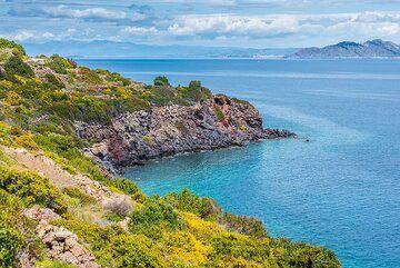 Eastern coast with view to Aegina (Photo: Tom Pfeiffer)