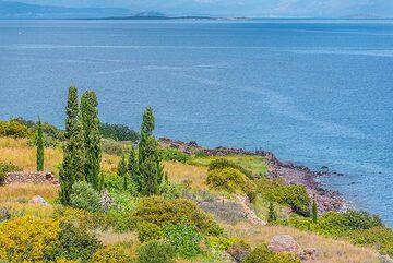Calm blue sea (Photo: Tom Pfeiffer)