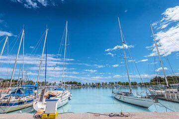 Yachts in the marina (Photo: Tom Pfeiffer)