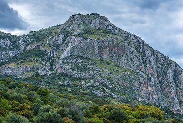Mountains at the northeastern escarpment of the Epidauros graben (Photo: Tom Pfeiffer)