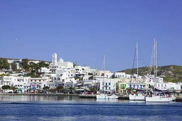Adamas town, Milos Island, Greece (Photo: Tom Pfeiffer)