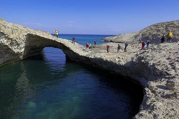 Natural bridge formed by sea erosion into the white ash and pumice deposit near Papafrakos. A good spot for a group picture... (Photo: Tom Pfeiffer)