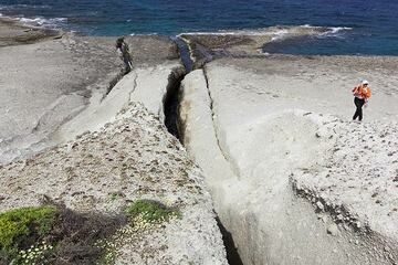 Developing channels carved out by sea erosion enlarging initially narrow and long fissures cut into the ash deposit. (Photo: Tom Pfeiffer)