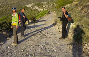 """Only the """"hard core"""" of our group (Isabelle, Thierry, Tobias and Tom, l-r) chooses to hike all the way back to Adamas... (Photo: Tom Pfeiffer)"""