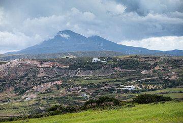 View towards Profitis Ilias mountain, the highest peak of Milos. (Photo: Tom Pfeiffer)