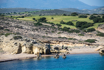 Milos northern coast with beaches (Photo: Tom Pfeiffer)