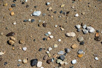 Beach pebbles (Photo: Tom Pfeiffer)