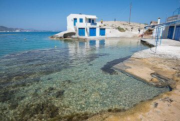 Agios Konstantinos, a magnificent part of northern Milos (Photo: Tom Pfeiffer)