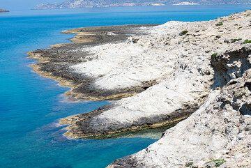 Sarakiniko coast (Photo: Tom Pfeiffer)