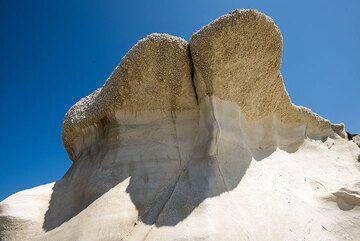 "Pumice ""mushrooms"", result of wind and sea erosion (Photo: Tom Pfeiffer)"