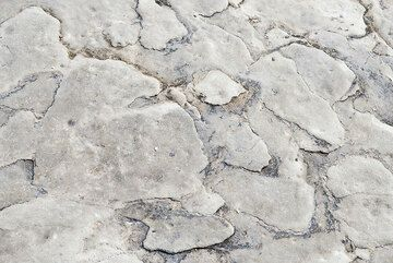 Eroded surface of ash layers (Photo: Tom Pfeiffer)