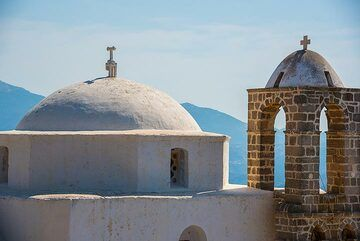 Church on the castle of Plaka (Photo: Tom Pfeiffer)