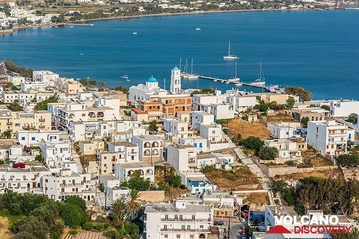 View from Plaka to Adamas town (Photo: Tom Pfeiffer)