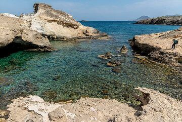 Milos' northern coastline is characterized by numerous small bays (Photo: Tom Pfeiffer)