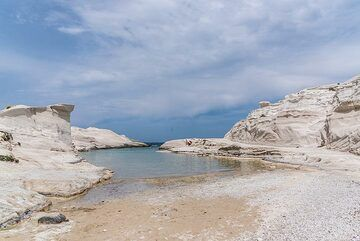 Famous Sarakiniko bay (Photo: Tom Pfeiffer)
