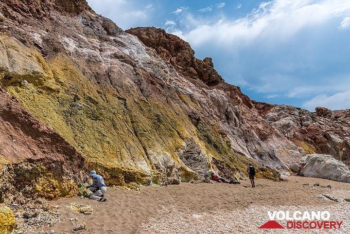 Altered deposits (Photo: Tom Pfeiffer)