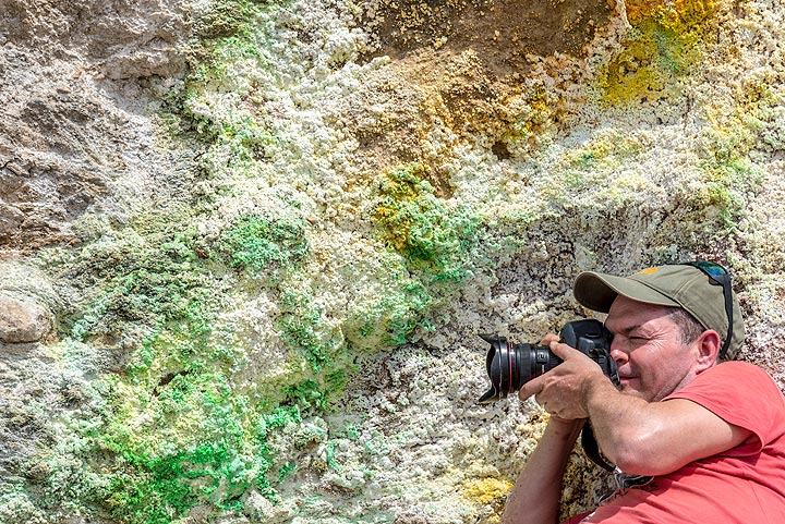 Tobias at work photographing the colorful deposits (Photo: Tom Pfeiffer)