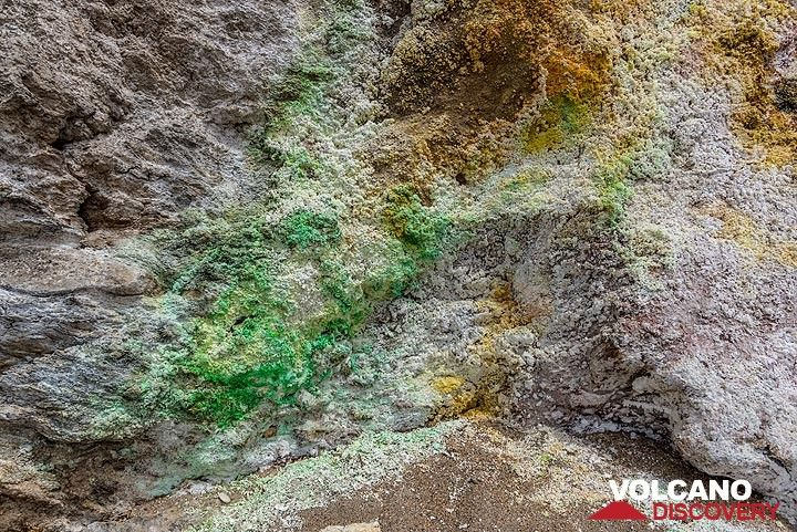 Green copper minerals (Photo: Tom Pfeiffer)