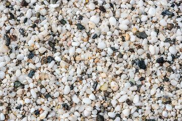 Coarse white sand close up. (Photo: Tom Pfeiffer)