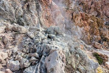 Very active fumaroles can be found in various parts of the dome. (Photo: Tom Pfeiffer)