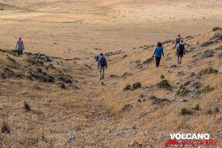 Hiking back towards Agia Kiriaki (Photo: Tom Pfeiffer)